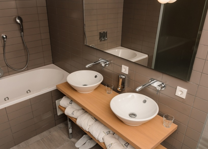 Washing comforts Amadi Panorama Hotel